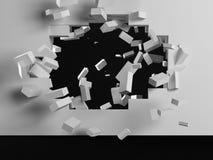 Zerstörung einer weißen Backsteinmauer Stockbild