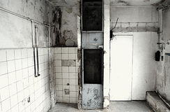 Zerstörung eines alten Aufzugs Lizenzfreie Stockbilder