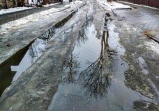 Zerstörung von Straßen im Frühjahr Stockfoto