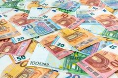Zerstreute Eurowährungsbanknoten lizenzfreie stockfotografie