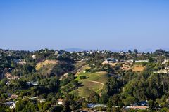 Zerstreute Häuser auf einem der Hügel von Bel Air-Nachbarschaft, Los Angeles, Kalifornien lizenzfreies stockbild