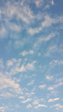 Zerstreute Wolken lizenzfreie stockfotos
