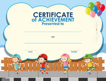 Zertifikatschablone mit dem Kindereislauf Stockfoto