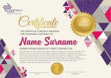 Zertifikatschablone mit polygonalem Art-, elegantem und modernemmuster vektor abbildung