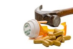 Zertrümmerte Pille-Flasche stockfotos