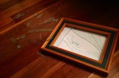 Zertrümmerter hölzerner Glasbilderrahmen Stockfotos
