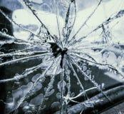 Zertrümmertes LKW-Fenster stockfotografie