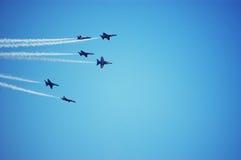 Zes Blauwe Vliegtuigen van Engelen presteren als groep Royalty-vrije Stock Fotografie