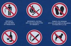Zes die tekens met wijdverspreide symbolen belemmeren royalty-vrije stock afbeeldingen