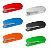 Zes gekleurde plastic nietmachines Stock Fotografie