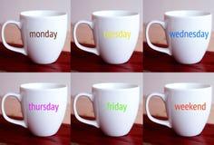 Zes koppen met de woorden van de week en het weekend Royalty-vrije Stock Fotografie
