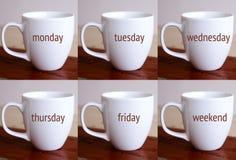 Zes koppen met de woorden van de week en het weekend Stock Fotografie