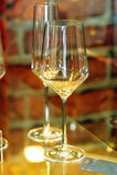 Zes lege glazen van de kristalwijn stock foto