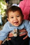 Zes maanden oud die baby glimlachen royalty-vrije stock fotografie