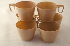 Zes plastic koffiekoppen Stock Afbeelding
