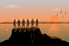 Zes teamsmensen stonden en toonden zijn handen gelukkig op de bovenkant van de berg op Er zijn overzees en zonsondergangachtergro royalty-vrije illustratie