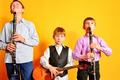Zespół młodzi muzykalni artyści, klarnet i dombra, zdjęcie royalty free