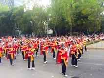 Zespół chodzi w dniu śmiertelna parada koścowie Zdjęcie Royalty Free
