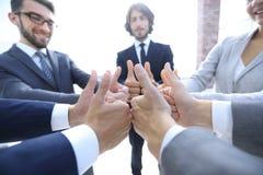 zespół pokazujący przedsiębiorstw kciuki w górę Fotografia Royalty Free