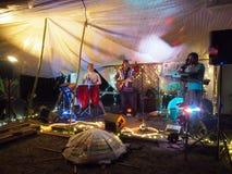 Zespół rockowy Roxotica bawić się przy Optimysstique 2017 Campout Fotografia Stock