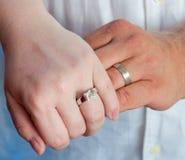 zespół wręcza ślub Zdjęcie Stock