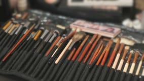 Zestaw różni muśnięcia dla makijażu na stole zbiory