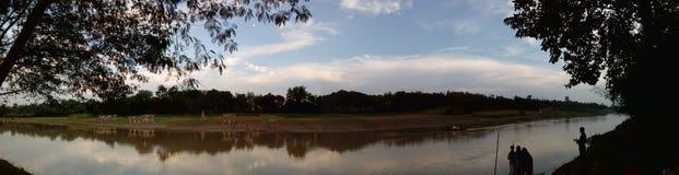 zestrzelający dzień z niebem samotnym Zdjęcie Royalty Free