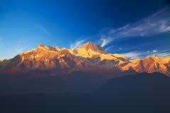 Zet Annaporna II en IV bij Schemer op, Nepal Stock Foto's