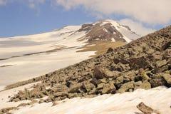 Zet Aragats (Zuidenpiek) op stock foto