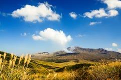 Zet Aso op is de grootste actieve vulkaan in Japan kyushu stock foto