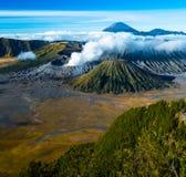 Zet Bromo op is een actieve die vulcano in Oost-Java, Indonesië wordt gevestigd Royalty-vrije Stock Afbeeldingen