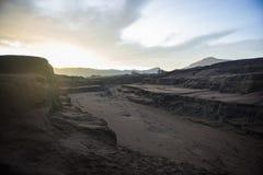 Zet Bromo-vulkaan tijdens dageraad op royalty-vrije stock foto's