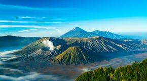 Zet Bromo-vulkaan tijdens zonsopgang op, de prachtige mening van MT Stock Afbeelding