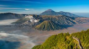 Zet Bromo-vulkaan tijdens zonsopgang op, Oost-Java, Indonesië Stock Foto's