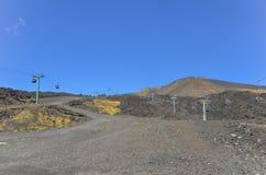Zet de kraters en de lift van Etna Vulcano op Stock Afbeeldingen