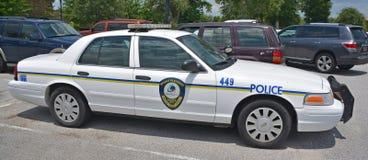 Zet de Prettige auto van de Politieafdeling op Stock Foto's