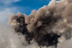 Zet de stroom van Etna Eruption en van de lava op royalty-vrije stock foto's