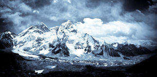 Zet de vallei van Everest en Khumbu-in Himalayagebergte op stock foto