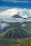 Zet de vulkanen van Bromo en Batok-in Bromo Tengger Nationale op Semeru Royalty-vrije Stock Foto's