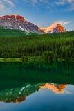 Zet de Weg van Victoria North Peak From Trans op Canada Royalty-vrije Stock Foto's