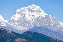 Zet Dhaulagiri, de bergen van Nepal Himalayagebergte op royalty-vrije stock foto