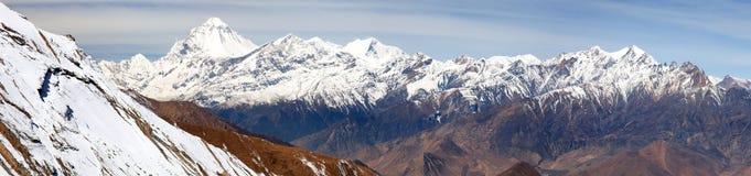 Zet Dhaulagiri, de bergen van Nepal Himalayagebergte op royalty-vrije stock afbeelding