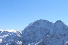 Zet Elbrus, de bergketen van de Kaukasus, Rusland op Royalty-vrije Stock Foto