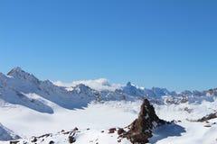 Zet Elbrus, de bergketen van de Kaukasus, Rusland op Royalty-vrije Stock Fotografie