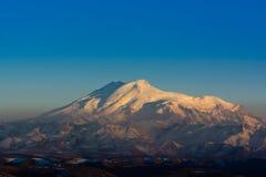 Zet Elbrus op - de hoogste piek in Europa Stock Foto