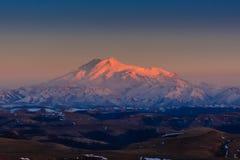 Zet Elbrus op - de hoogste piek in Europa Stock Fotografie