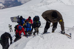 2014 07 zet Elbrus, Rusland op: De enige mens beklimt Onderstel Elbrus Stock Foto's