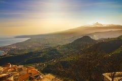 Zet Etna en overzees op Stock Afbeeldingen