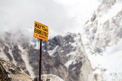 Zet Everest op van wegwijzers voorzien in Himalayagebergte Nepal royalty-vrije stock fotografie