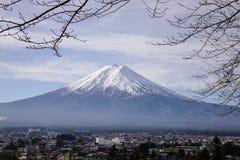 Zet Fuji bij de zonnige dag in Japan op Stock Fotografie